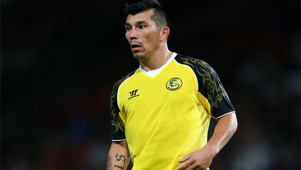 Cardiff City signs Gary Medel