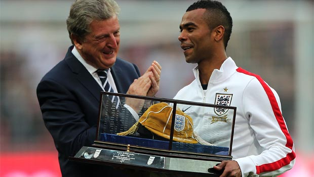 boss-Roy-Hodgson-and-Ashley-Cole-England