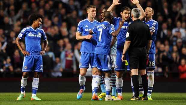 Chelsea-team-with-referee-Chris-Foy