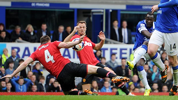 Manchester-United-handles-a-shot-from-Everton
